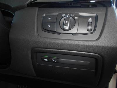 インテリジェントセーフティは車線逸脱警告や衝突軽減機能が備わっており、それぞれ前車の接近警告や車線から外れそうになった時に音やハンドルの振動で知らせてくれる機能です。自動追従機能も装備していますよ。
