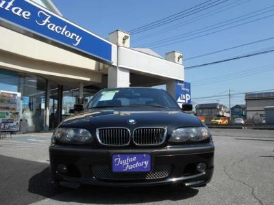 E46型330i Mスポーツ左ハンドルのSMGブラックサファイヤが入庫致しました。★ご購入後のメンテナンスも元BMW正規ディーラーメカニック在籍の「つたえファクトリーに」お任せ下さい!「http://tsutae-factory.com」