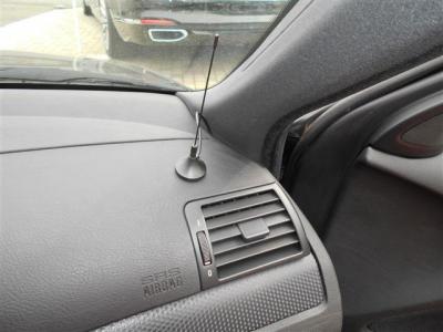 ダッシュボードにはワンセグアンテナが設置されています。 インダッシュナビのDVD視聴などに加えテレビも見れるようになっているのでドライブが更に楽しくなりますね。