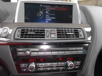 iDriveではナビやオーディオはもちろん、車両情報も見ることが出来ます。HDDなのでCDを録音して保存なんてことも可能でTVも視聴可能です。オートエアコンは左右独立式で別々で温度調整が可能です!