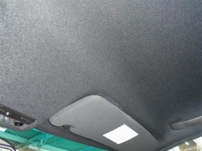 天井の内張りは、貼り替え済みです。 手触りの良く質感の高い素材が使用されていて、耐久性も高くとても綺麗な状態です。