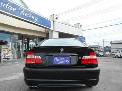 BMW伝統L字型テールにMスポーツの張りの有るリアバンパーがカッコいいですよね。ボディー色の黒とテールレンズの赤がメリハリのあるイメージを作り上げています。 3Lの迫力あるマフラー音も魅力ですよ。