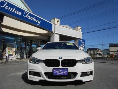 人気色アルピンホワイトのF30型320i Mスポーツ入庫致しました!! ★ご購入後のメンテナンスも元BMW正規ディーラーメカニック多数在籍の「つたえファクトリーに」お任せ下さい!「http://tsutae-factory.com」