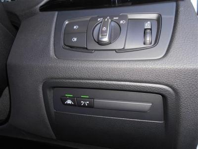 インテリジェントセーフティーは車線逸脱警告や衝突軽減機能が備わっており、それぞれ前車の接近警告や車線から外れそうになった時に音やハンドルの振動で知らせてくれる安全機能です。