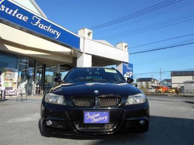 弊社にて整備歴の有る E91型335iMスポーツパッケージ ブラックサファイアが入庫致しました! ご購入後のメンテナンスも元BMW正規ディーラーメカニック在籍の「つたえファクトリーに」お任せ下さい!