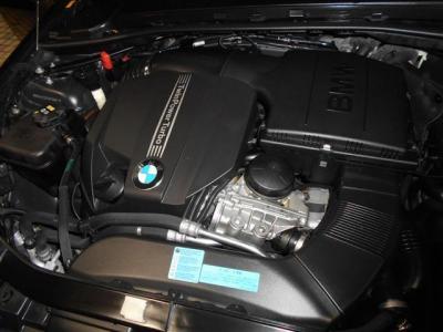 搭載される3.0L直列6気筒DOHCターボエンジンは、馬力306ps/5800rpm、トルク40.8kg・m/1300〜5000rpmのハイパワー&ハイトルクを発揮!どんなシーンでも余裕のある走りを見せてくれます。