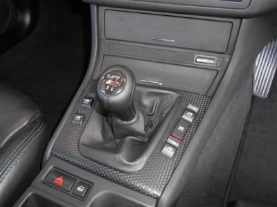 この車の最大のアピールポイントである5MT!! 318iの5MTモデルはとっても希少です!!E46型318iをMTで操る楽しさは言うまでも無く「駆け抜ける歓び」そのものでしょう!!
