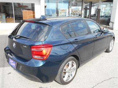 助手席にも運転席同様のシートを装備。広いスペースを確保しているので足を伸ばしていられます!フロント・サイドエアバッグも装備、安全性の高さもBMWをおすすめできる理由の一つです!!