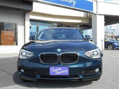 後席も前席同様の素材を使用したシートになっております。先代にくらべボディサイズが拡張されている為後席でも頭上にゆとりがあります。 ISOFIX式チャイルドシートに対応していますよ!