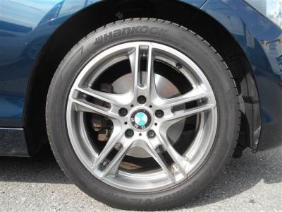 iDriveはナビゲーション、DVD視聴、オーディオ操作、車両状態を見たりと、とても便利で、まるで頭脳!エアコンは、左右独立で温度設定が可能で同乗者への配慮も忘れません!