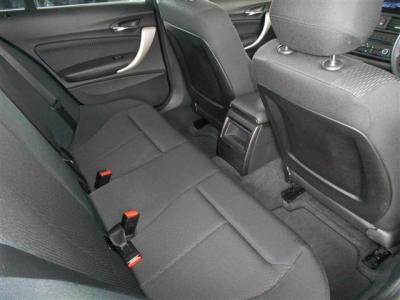 スマートキーを採用しているので鍵をポケットに入れたままエンジンの始動が行えます。 そしてアイドリングストップ機能も付いているので燃費の向上や環境保護にもなりますね。