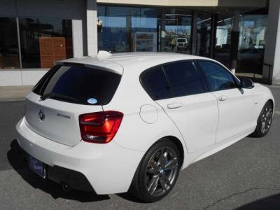 助手席にも運転席同様のスポーツシートを装備。広いスペースを確保しているので足を伸ばしていられますよ!サイドエアバッグも装備し、安全性が高いこともBMWをおすすめできる理由の一つです!!