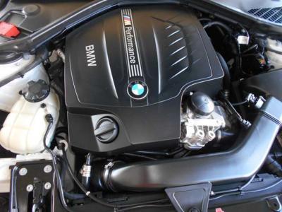 ボディ拡張に伴い荷室容量もアップ。普段使いに困らないサイズで、トランクを開けてみると意外な広さに驚かれるかもしれません。後席を前に倒すことによって荷室のさらなる容量をアップ!
