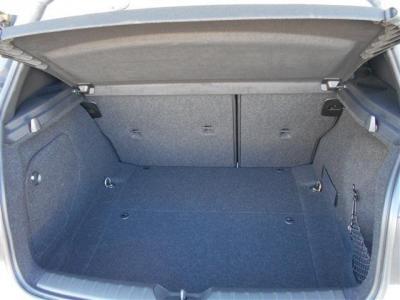 流れるようなラインが特徴的な長めのボンネット、直進安定性能に役立つロングホイールベース、小回りが利くショート・オーバーハング。BMWのホットハッチ1シリーズはコンパクトクラスで数少ないFRモデルですよ。