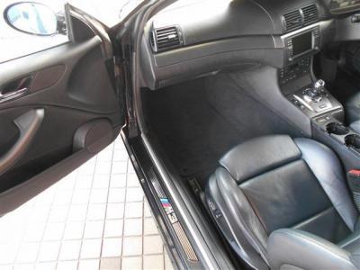 使用感の少ないパッセンジャーシートは足元に余裕があり運転席同様レザーでパワーシート。シートヒーターも装備されており快適でゆったりロングドライブでも同乗者の方を疲れさせません!