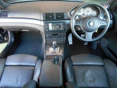 M3という特別な車両であるがゆえに、内装はいたってシンプルにまとめられています。無駄がなく走りに集中できる様なレイアウトにBMWらしさがでていますね。