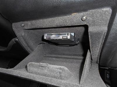 高速道路の必需品ETCも、もちろん装備。ライトスイッチ下の小物入れ上部に綺麗にインストールされ、防犯対策も考えられたレイアウトになっています。