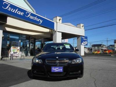 E90型323i Mスポーツ 高級感の有る人気のブラックサファイア入庫しました。ご購入後のメンテナンスも元BMW正規ディーラーメカニック多数在籍の「つたえファクトリーに」お任せ下さい!「http://tsutae-factory.com」