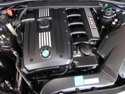 伝統のシルキーシックスN52B25A2.5L直列6気筒DOHCエンジンは最大で190ps/23.5kg・mを発揮。トルクフルでスムーズな加速を得られ、アクセルのレスポンスも鋭くドライブの楽しさを体感させてくれます。