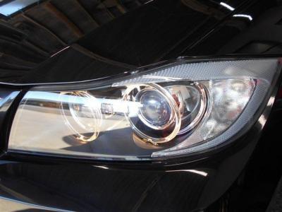 ヘッドライトのレンズもクリアな状態を保っており、キセノンライトが明るく照らしてくれるので夜道でも安心してドライブが出来ますね。 エンジェルリングがBMWだと言うことを離れていてもアピールしますよ。