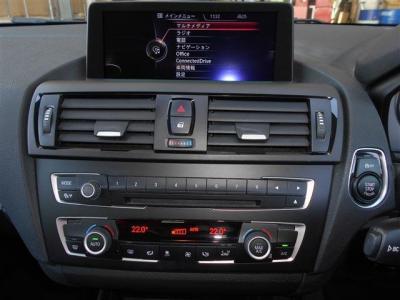 iDriveはナビゲーション、DVD視聴、ミュージックサーバー/オーディオ操作、車両状態を見たりと、とても便利で、まるで頭脳!エアコンは、左右独立で温度設定が可能で同乗者への配慮も忘れません!
