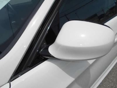 車庫入れやバックが苦手な方もご安心ください!!バックカメラ搭載なので夜間や見通しの悪い駐車場でもリバースギアに連動してモニターに映像を映してくれるので安心ですよ!!