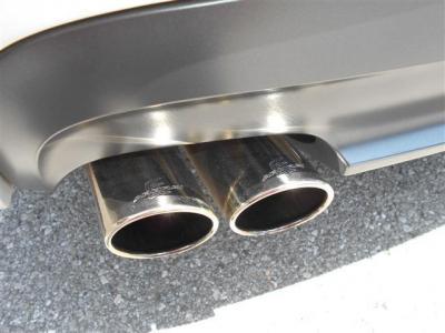 ミラー一体型のETCは純正ならではの統一感ですね!フロントガラスにはレインセンサーが内蔵されており、オートワイパー機能とオートライト機能を装備しています!レーダーが取り付けられていることも嬉しいですね。
