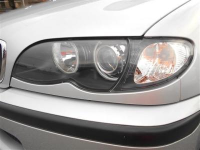 ヘッドライトのレンズもクリアな状態を保っており、キセノンライトが明るく照らしてくれるので夜道でも安心してドライブが出来ますね。エンジェルリングがBMWだと言うことを離れていてもアピールしますよ!
