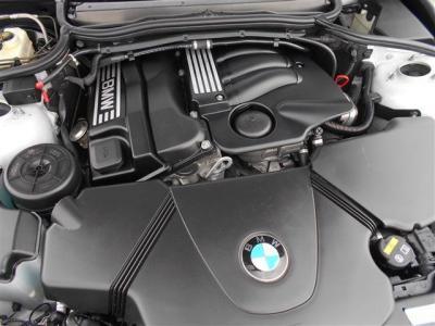 搭載されるN42B20A 2.0L直列4気筒DOHC16バルブエンジンは、143馬力トルク20.4kg・mを発揮。よく回るエンジンを5速MTでドライビングするのは爽快そのものです!! 弊社にて整備実績有ります!