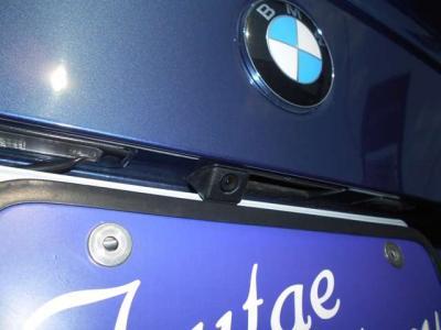 駐車時の必需品とも言えるバックモニターも装備されてます。車格の有る5シリーズには嬉しい装備で後方の視界と安全はバッチリですよ。