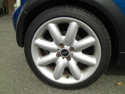 タイヤの溝もまだまだあります。