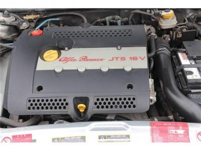 調子のいいエンジン。タイベル、ドライブベルト、ファンベルト,W/P交換します。