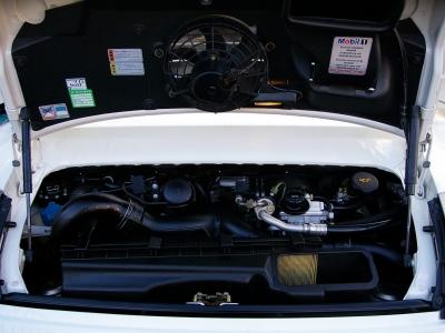 ★DOHC水平対向6気筒3.6リッターエンジンを搭載。ツインターボで武装されたユニットは、最大出力420PS&最大トルク57.1mkg(共にカタログ値)を発揮。 0〜100km加速を4.2秒でこなす俊足です♪