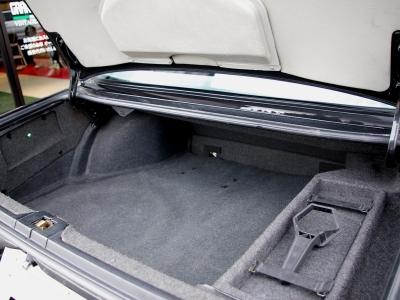 ★十分な容量をもつトランクルームです♪ ★専用工具、スペアタイヤ、BBSセンターキャップ専用レンチも揃っています♪