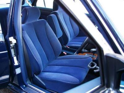 ★フロントシートは左右ともに電動シートが奢られています♪ ★センターピラー内貼りも綺麗に張替え済みです♪