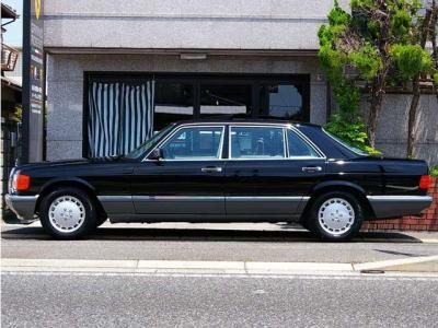 ★ロングボディの堂々たる存在感。そのデザインの美しさと、立てつけの良さはさすがW126♪ ★日本全国ご納車致します。遠方のお客様もどうぞお気軽にお問合せ下さいませ =*^-^*=