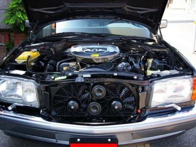 ★5.6リッターのV8エンジンは最大出力285ps/5200rpmと最大トルク44.8kg・m/3750rpm(カタログ値)を発揮♪ ★大排気量エンジンが生む余裕のパワーと太いトルクは1.8tのボディをものともしません♪♪♪