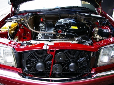 ★定評のある直列6気筒エンジンは、そのスムーズな吹け上がりが気持ちいいフィーリングです♪ ★高回転時のメカニカルサウンドは音色もGOOD♪