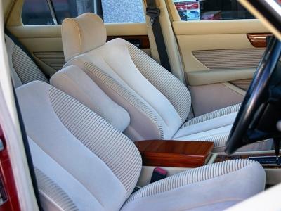 ★ベージュベロアのモケットシートはホールド性もよく、長距離を走っても疲れません♪ ★左右シートともに電動調整式です♪