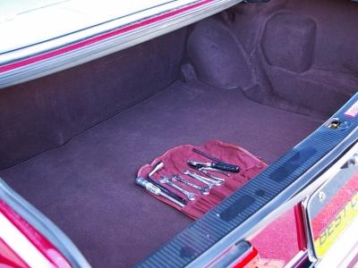 ★広大な容量をもつトランクルームです。綺麗な状態を保っています♪ ★工具一式・スペアタイヤ・専用ジャッキ付♪