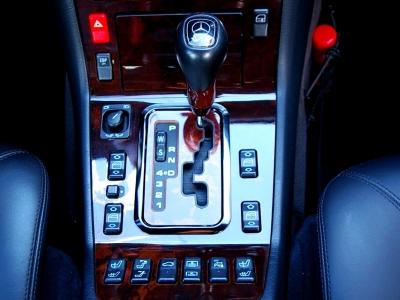 ★電子制御5速オートマチックでスムーズかつ比類なき力強い走りを楽しめます♪ ★静寂性と乗り心地の良さは、やはり最上級グレードの証しです♪ ★シフトノブには「V12」が誇らしく輝きます♪