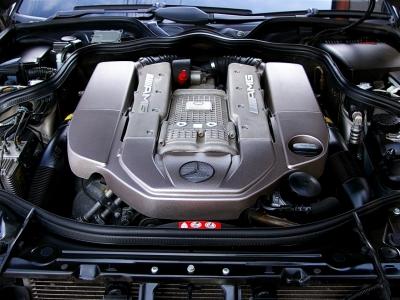 ★5.5リッターのV8エンジンにスーパーチャージャーで過給したモンスターエンジンは、最大出力476psと最大トルク71.4kg・mを派生♪ ★全域トルクの塊のような驚異の加速力は、まさにファンタスティック♪