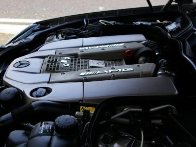 ★「One-man、One-engine」。 一基のエンジンを一人の熟練工が責任をもって組上げる事で有名なAMG。 ★このエンジンの組立を担当したAMGマイスターの署名が専用プレートに誇らしく輝きます♪