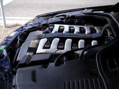 ★W140の最上級グレードに相応しい静寂性と十分以上の動力性能をもつ6リッターDOHCエンジン♪ ★そのフィールは一度体感すると、なぜ「V12」なのかということがよく分かります。