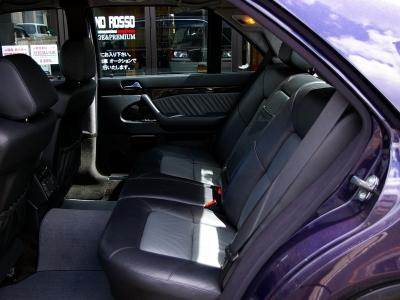 ★リアシートの快適性はロングボディならでは。足元・天井の広さが余裕綽々です♪ ★シートヒーター&電動調整リクライニング機能のついた本革です♪