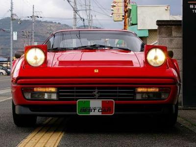 ★70〜80年台に一斉風靡した往年のスーパーカーの流儀「リトラクタブル式ヘッドライト」です♪ 開閉もスムーズです。