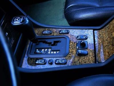 ★電子制御5速ATも快調そのものです。スムーズにそしてパワフルにAMGのドライブを楽しませてくれます♪ ★さあ、「歴代名車」と暮らす楽しい人生、始めませんか(*^_^*)!!