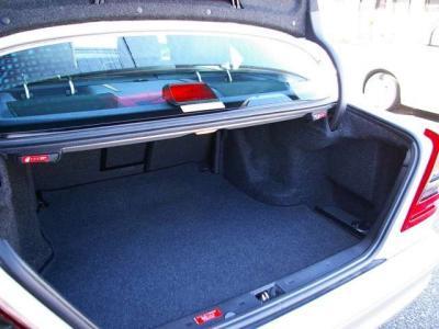 ★必要十分な容量をもつトランクルームです。 ★AMG純正車検証入れ、スペアリモコン1本、サブキー1本、取扱説明書、ビークルカード、整備記録簿♪♪♪
