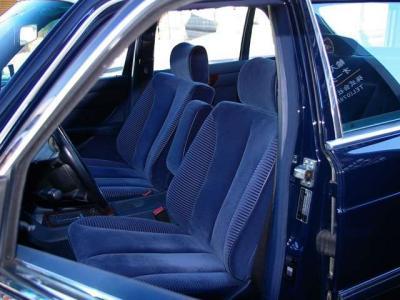 ★ブルーのベロアシートはホールド性もよく、長距離を走っても疲れません♪ ★左右シートともに2メモリー&シートヒーター付きの電動調整式です♪ ★さあ、「歴代名車」と暮らす楽しい人生、始めませんか(*^_^*)!!