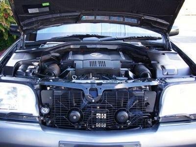 ★名機M119型の5リッターDOHC・32バルブのV8エンジン搭載♪ ★最大出力325psと最大トルク49.0kg・m(共にカタログ値)を発揮し、重量級のボディをものともしない豪快な加速とスピードの伸びを披露します♪